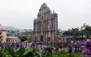 Руины Собора святого Павла