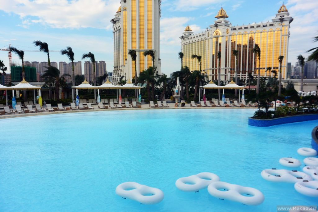 Бассейн в отеле Galaxy Macau