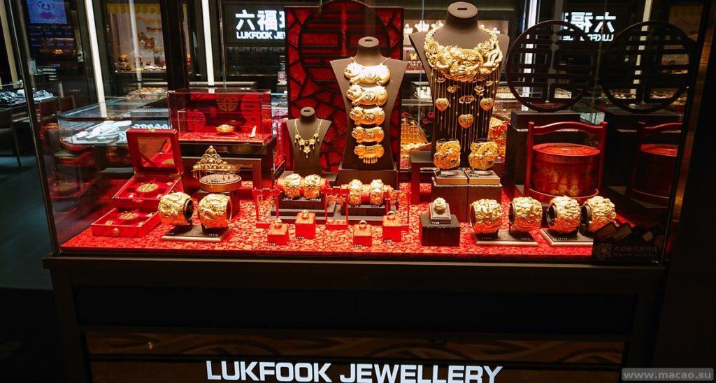 Lukfook jewelery